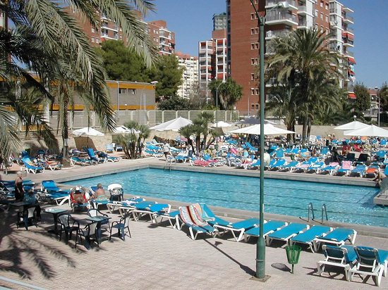 Servigroup Calypso: A view of large sun area and pool.