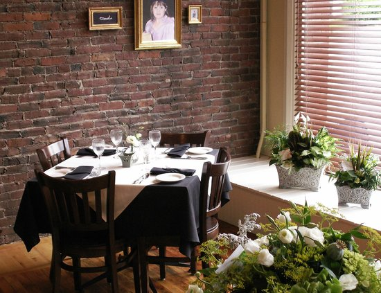 Tim-Bir Alley : dining room