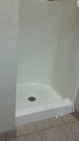 Hampton Inn Kerrville: smallest shower ever