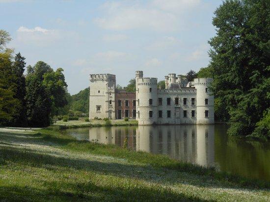 Meise, Belgia: Idyllisch kasteel in het hart van het park