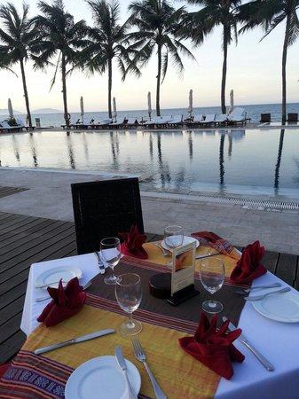 Victoria Hoi An Beach Resort & Spa: 디너를 준비하는 테이블