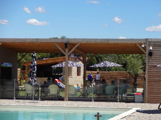 Lodges en Provence : coin piscine / détente