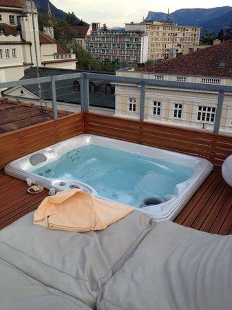 Hotel ImperialArt: Whirlpool mit Liegekissen