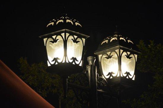 Pera Palace Hotel, Jumeirah: Terrace lights
