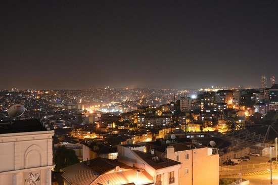 Pera Palace Hotel, Jumeirah: Night view
