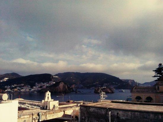 Hotel Bellavista: vista dal balconcino verso il porto