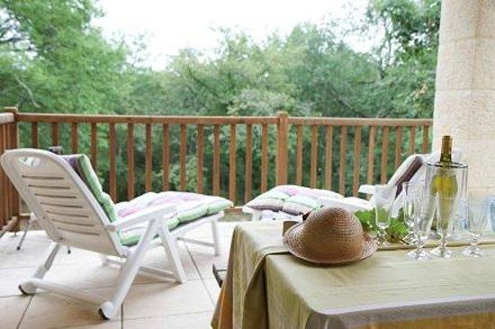Domaine De Brantome Holiday Rentals : Relax on the private balcony of 'Azara' villa at Domaine de Brantome