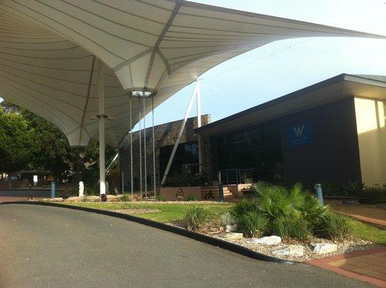 Wirrina Hotel & Golf Resort: Front Entry