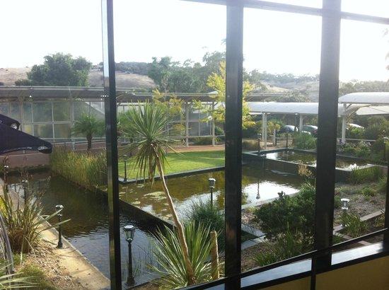 Wirrina Hotel & Golf Resort: View through Reception