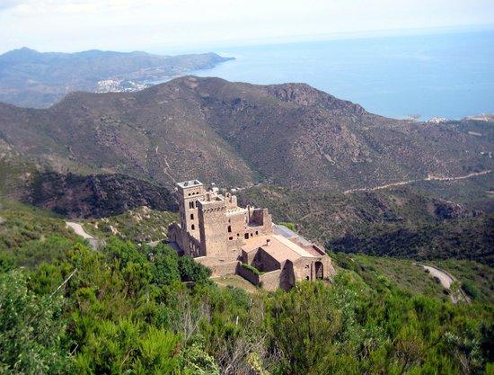 Monastery of Sant Pere de Rodes: Monasterio de lejos