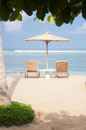 Respati Beach Hotel - Sanur: Пляж