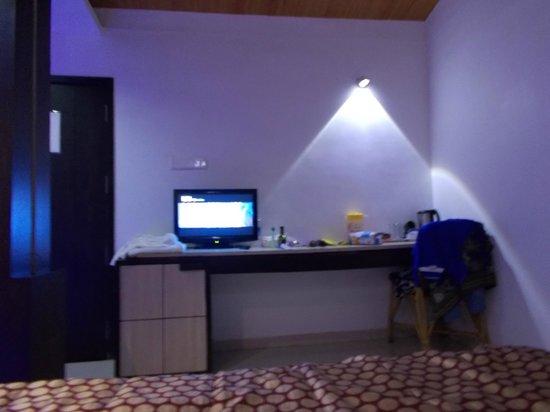 Estrela Do Mar Beach Resort : Room with mini bar and coffee maker
