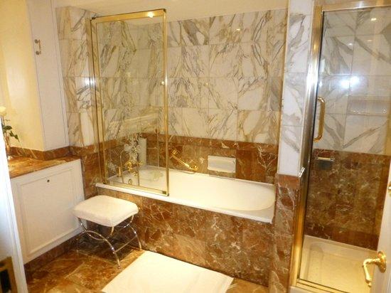 The Ritz London : Bathroom