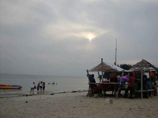 Bayu Beach Resort Port Dickson: beach