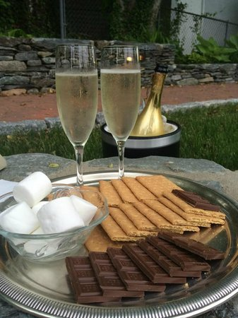 Cliffside Inn: S'Mores and Champagne