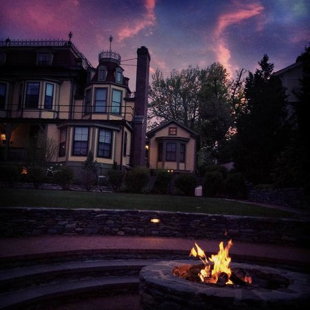 Cliffside Inn: The View from the Fire Pit