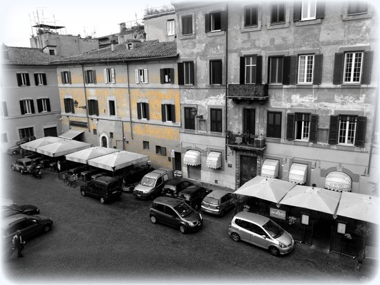 Finestra su Trastevere: Our room with a view from Room Castel de Angelo