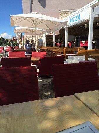 Restoran pizzeria bellavista: Main outdoor area