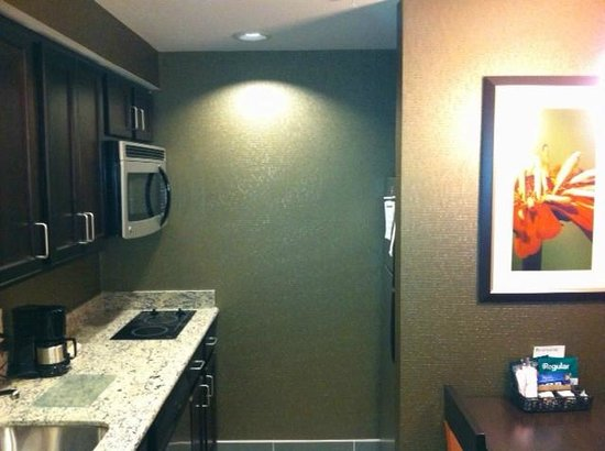 Homewood Suites by Hilton Doylestown: Fully stocked kitchenette