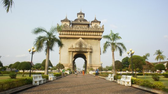 Patuxai: I can take a good tourist photo, eh what?