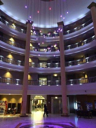 Palas Pineda: hotel entrance