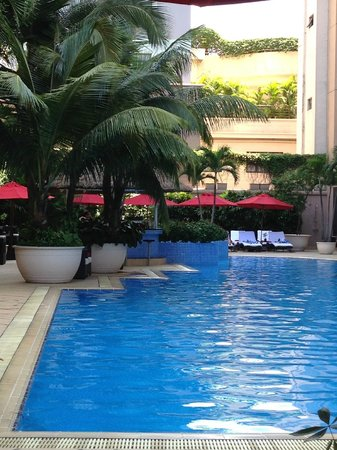 Caravelle Saigon: Tranquil pool area