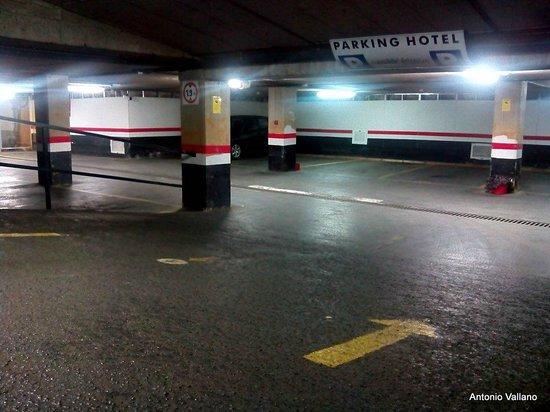 Hotel Conde Duque Bilbao: Parking del hotel