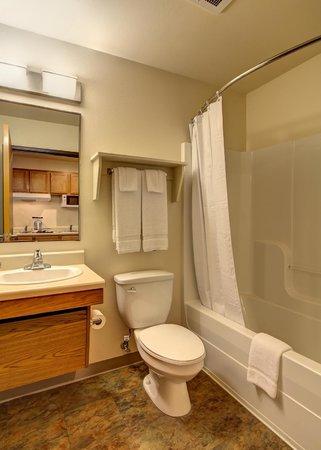 Value Place Brownsville Harlingen : bathroom