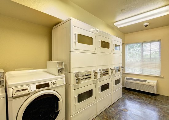 Value Place Brownsville Harlingen: guest laundry