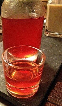 Restaurante A Tafona: Licor de fresas casero