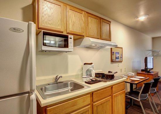 Value Place Brownsville Harlingen : kitchen