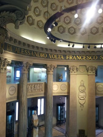 Tempio Voltiano: cupola con scritta