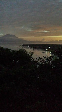 Batu Karang Lembongan Resort & Day Spa: Sunrise from room17