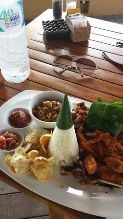 Batu Karang Lembongan Resort & Day Spa: lunch nasi campur