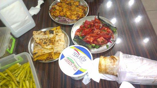 Durumzade: Куриный шашлык (12 лир) и двойной куриный кебаб(10 лир)