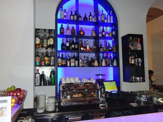 Rome Times Hotel: Bar moderno