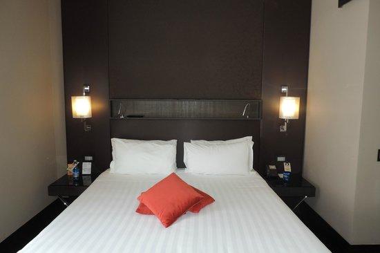 Rome Times Hotel: Amplia Habitación