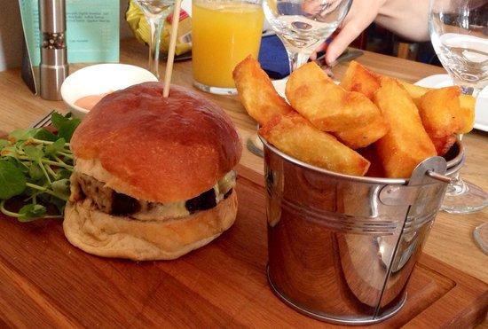The Six Bells Horringer: 6 Bells Burger