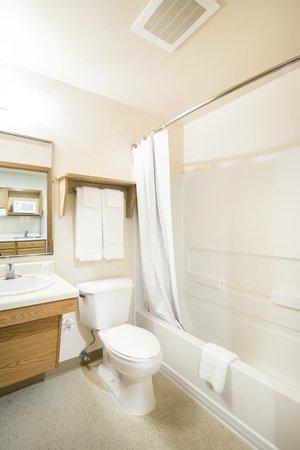 Value Place Pensacola, Florida (Scenic Hwy): Bathroom