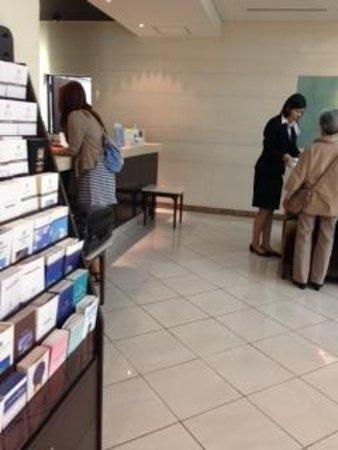 Hotel Mets Mejiro : フロントは狭いが、応対は◎です。