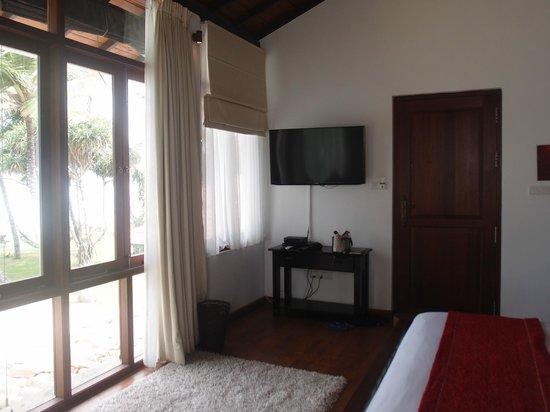 Mosvold Villa: LED TV and spacious room