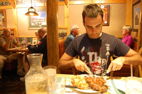 Ruby's Inn Cowboy's Buffet and Steak Room: Me eating