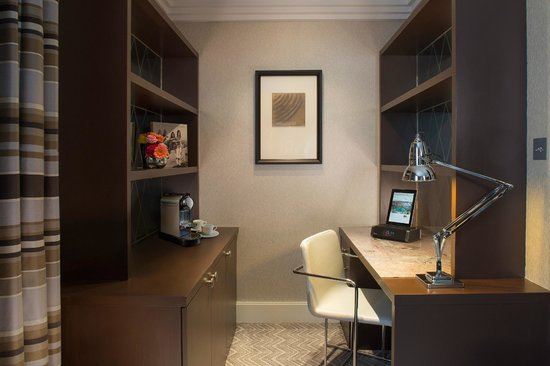 Jumeirah Lowndes Hotel Junior Suite Desk