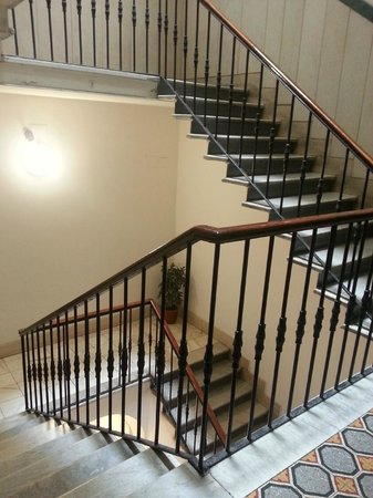 Lirico Hotel: Stairwell