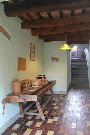 Le Mandrie di Ripalta: вино можно брать на входе за 4 евро