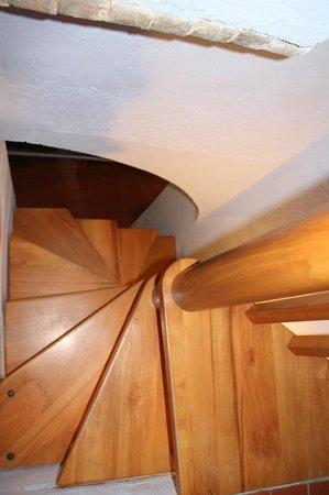 Le Mandrie di Ripalta: Лестница в нашей окмнате