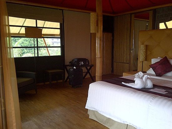 Bali Dynasty Resort Hotel: Uniqe, sangat bersih lengkap dengan meja setrika