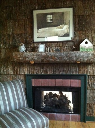 The Inn at Ragged Gardens: Fireplace in the Tree House Suite