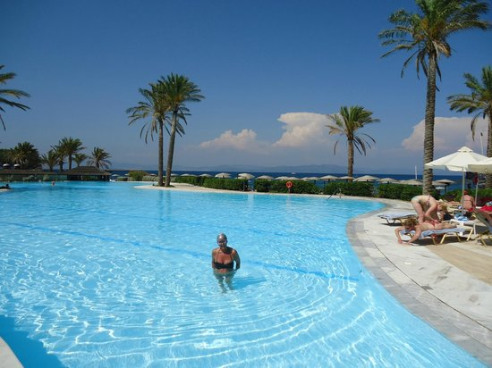 Grecotel Kos Imperial Hotel: Nice quiet  pool..Seawater so easy to swim