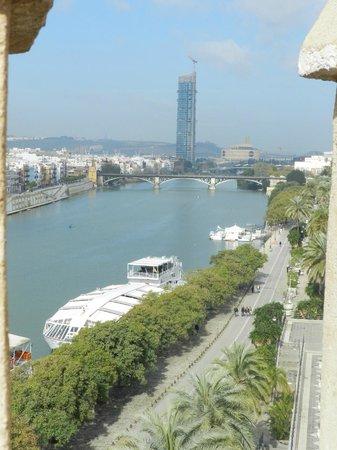 Torre del Oro: Река Гвадалквивир